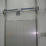vertical sliding door for cold storage